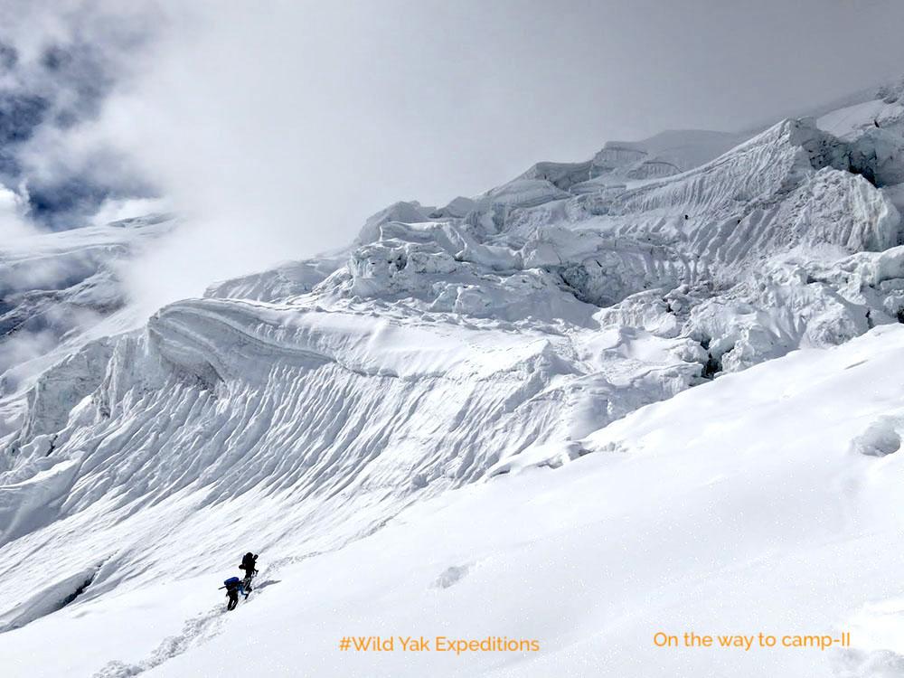 Mountaineering Manaslu in Nepal
